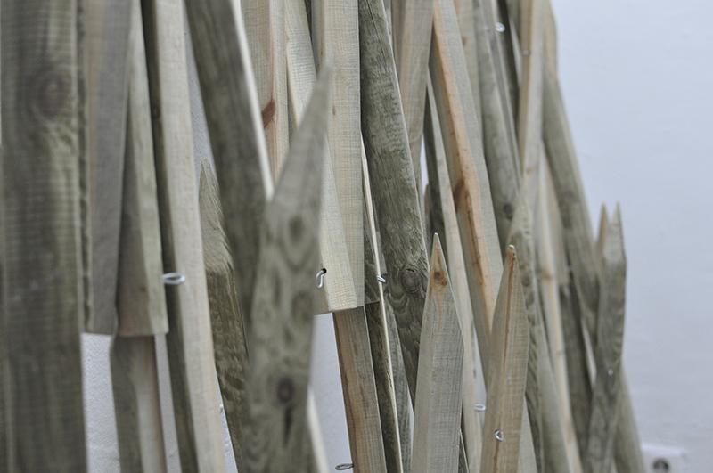 Rundhölzer, geviertelt und geschliffen, Stahldraht verzinkt